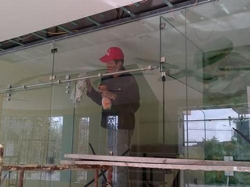 Sửa cửa kính cường lực quận 9 giá rẻ